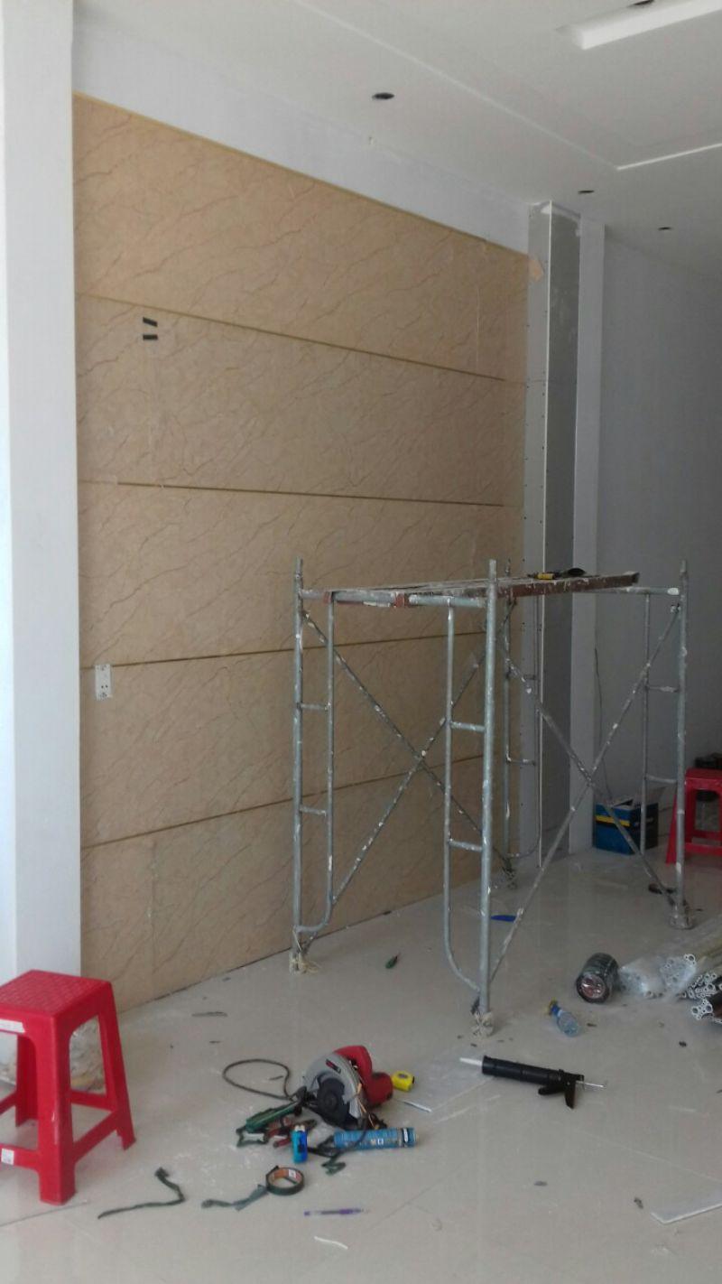 Hoàn thiện tấm nhựa ốp tường chống ẩm