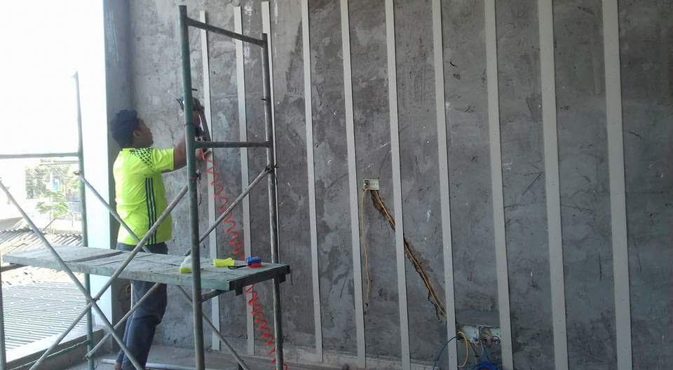 xử lý tường ẩm mốc