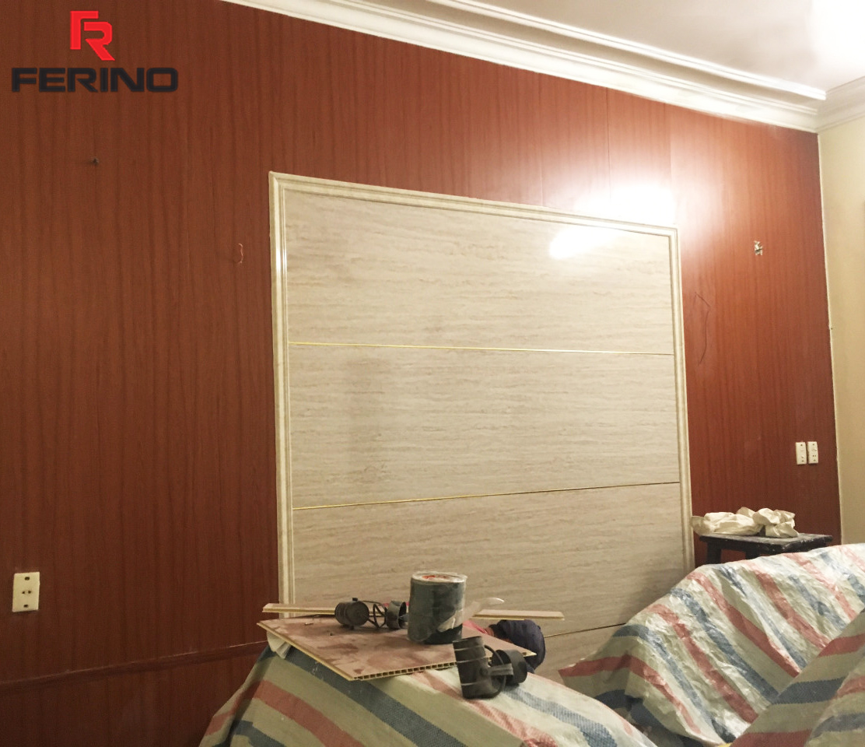 Phòng ngủ với tấm ốp PVC vân gỗ và phào chỉ vân đá marble trang trí