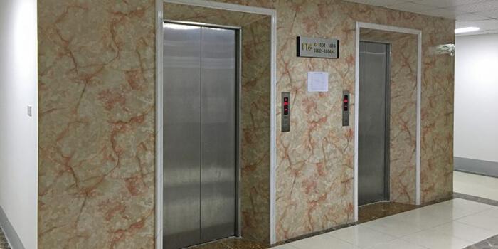 Xu hướng ốp tấm nhựa PVC vân đá trong thang máy